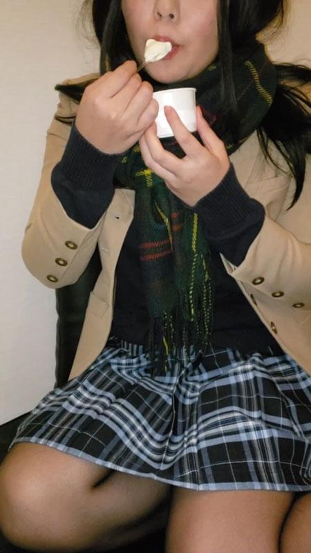 FC2 PPV 1004695 【個撮】吹奏楽部処女②ネットカフェでオナニーでイったまんこにイタズラ